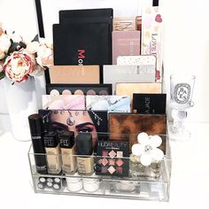 """Gefällt 104 Mal, 2 Kommentare - VANITY COLLECTIONS (@vanitycollections) auf Instagram: """" Our Upgraded XL Palette holder has LANDED And it's more amazing than ever . Same as the…"""""""