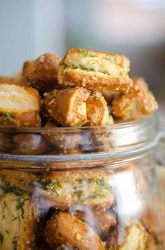 French Delicacies Essentials - Some Uncomplicated Strategies For Newbies Garlic Parmesan Ranch Pretzels. Sourdough Pretzels Tossed With Garlic, Parmesan And Dill. A Quick, Easy And Addictive Snack Perfect For Game Day. Healthy Superbowl Snacks, Easy Snacks, Easy Meals, Savory Snacks, Snack Mix Recipes, Cooking Recipes, Snack Mixes, Best Appetizers, Appetizer Recipes