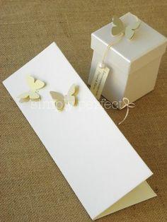 """Μπομπονιέρα κουτί περλέ: ΚΩΔ KG004  Προσκλητήριο """"βιβλίο"""" με σκληρό εξώφυλλο  ΚΩΔ PR003 Place Cards, Place Card Holders, Wedding Ideas, Wedding Ceremony Ideas"""