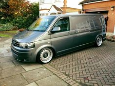Vw Transporter Van, Vw Bus T3, Vw Camping, Car Camper, Chevy Van, Camper Van Conversion Diy, Volkswagen Group, Cool Vans, Vw Passat