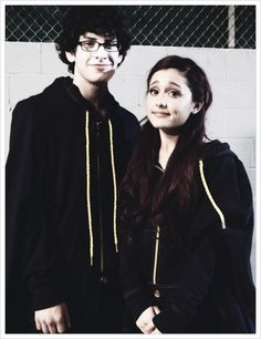 Ariana Grande & Matt Bennett wearing those Pejelihotos or whatever you call them.lol #LastEpisodeofVictorious