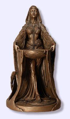 """Estátua """"Danu"""" do artista Celta, Maxine Miller. Danu é a grande mãe da raça do Tuatha De Danann, a antiga tribo dos povos celtas. Ela é a grande deusa do fluxo dos rios e a força vital que eles trazem para a terra. Ela está associada com a agricultura, o cultivo, bem como o fomento da terra. Ela representa o ciclo da vida, morte e renascimento."""