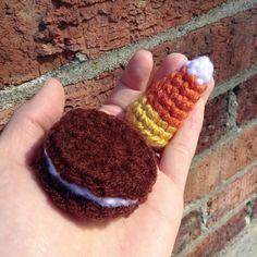 Oreo and candy corn  Being awfully sick for last few days. My three days off has been perfectly ruined.  オレオとキャンディーコーン 高熱で3日間寝ておりました 半年ぶりの3連休が潰れた... #amigurumi #crochet #crochetdoll #crochetaddict #instacrochet #hobby #handmade #handcrafted #oreo #candycorn #candy#snack#sickday #あみぐるみ #編み物#かぎ針編み #趣味#手作り#ハンドメイド#オレオ#甘いもの#おやつ#ただの風邪 by slyakiko