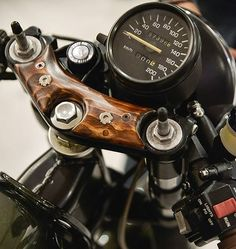 BMW Cafe Racer by Tony Todorovski - Photography by Pete Cagnacci Cafe Racers, Cafe Racer Honda, Cafe Racer Bikes, Cafe Racer Motorcycle, R Cafe, Moto Cafe, Cafe Bike, Bobber Custom, Custom Cafe Racer