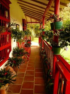 this is what the exterior of most traditionanal houses look like in colombia Places Around The World, Around The Worlds, Fachada Colonial, Beautiful Homes, Beautiful Places, Colombia South America, Village House Design, Colombia Travel, Best Places To Live