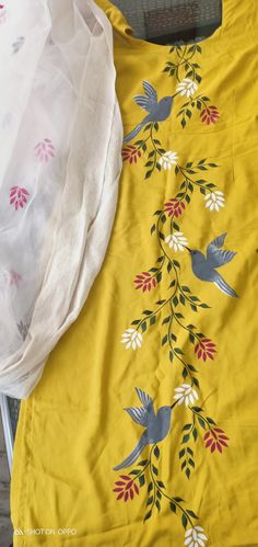Fabric Painting On Clothes, Fabric Paint Shirt, Dress Painting, Painted Clothes, Kurti Designs Party Wear, Kurta Designs, Blouse Designs, Saree Painting Designs, Velvet Dress Designs