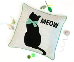 = free pattern = Cat's Meow Appliqued Pillow: Janome America | Sew4Home