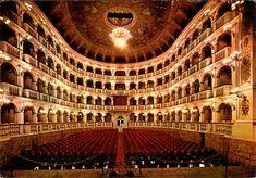 """bologna-teatro-comunale TEATRO COMUNALE – BOLOGNA Questo teatro, dall'affascinante auditorium a forma di campana, è stato progettato da Antonio Galli da Bibbiena e inaugurato nel 1763. Interessanti gli aneddoti  Bologna, a fine Ottocento, veniva chiamata la città wagneriana e quindi si contrapponeva alla Milano verdiana. Verdi, in completo anonimato, partecipò alla terza rappresentazione del Lohengrin e venne notato da Monti he grido """"Viva Verdi!"""" facendo scatenare l'ovazione del pubblico"""