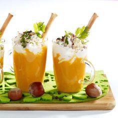 Cappuccino de potiron • 800 g de potiron • 1 oignon • 20 cl de crème liquide • 20 g de noisettes • 6 brins de coriandre • sel, poivre