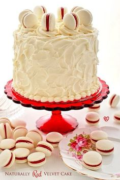 SugaryWinzy Naturally Red Velvet Cake with Cream Cheese Frosting (Baking Sweet Red Velvet) Velvet Cake, Velvet Cupcakes, Macaron Cake, Cupcake Cakes, Cake With Cream Cheese, Cream Cheese Frosting, Red Velvet Recipes, Gateaux Cake, Cake Decorating Tips