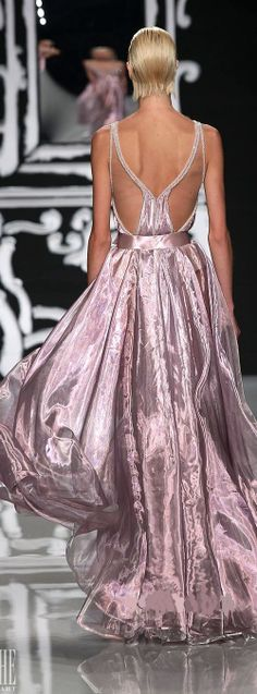 Abed Mahfouz Couture - Spring-Summer Collection - almost looks like wings. Abed Mahfouz, Couture Fashion, Runway Fashion, High Fashion, Couture 2015, Beautiful Gowns, Beautiful Outfits, Vestido Dress, Mode Glamour