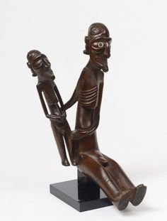 """ILE DE PAQUES - Bois. - 28 x 17 cm - Rare statuette figurant un personnage[...], mis en vente lors de la vente """"Arts d'Asie - Arts des Mers du Sud"""" à Cornette de Saint Cyr Paris   Auction.fr"""