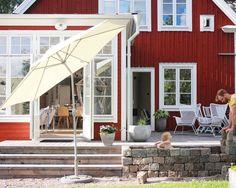 Att mura en köksträdgård....och ett utekök....fröna väntar....men det tar nog hela sommaren #utekök #glasveranda #familylivingfint #plazainteriör #rumhemma #tidningenlantliv #inredningsinspo