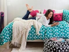 Cute dorm ideas for girls - Alright, the girls are ready for their college life and here are 4 creative dorm room ideas for girls so that they can sparkle up their dull dorm rooms. Well, it's not a secret anymore when we find a dull and boring dorm room. This is not anyone's fault, though, because it normally is. So, what you will need to do is to have the plans and creative ideas to transform the boring dorm room into a sparkling one.