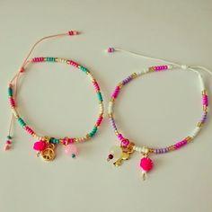 I like the charms on these -kgk Kids Jewelry, Jewelry Crafts, Jewelry Accessories, Bracelet Making, Jewelry Making, Beaded Jewelry, Handmade Jewelry, Cord Bracelets, Bracelet Tutorial