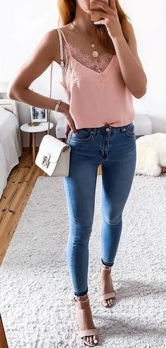Catchy Summer Outfits Catchy Summer Outfits To Wear Now pink spaghetti strap top and blue fitted jeans Genius Summer Fantastic Summer Cute Outfits To Try In Spring Summer Fashion, Spring Outfits, Trendy Outfits, Cute Outfits, Summer Wear, Work Outfits, College Outfits, Outfit Jeans, Blue Jeans Outfit Summer