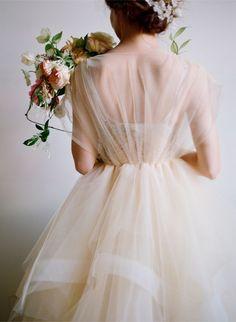 #wattpad #outros-gneros PROCURAS IMAGENS PARA AS CAPAS DAS TUAS OBRAS?  VIESTE AO SÍTIO CERTO! Gorgeous Wedding Dress, Best Wedding Dresses, Beautiful Gowns, Bridal Dresses, Wedding Styles, Wedding Gowns, Flower Girl Dresses, Tulle Wedding, Ethereal Wedding