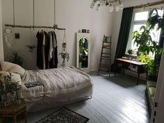 Schöner Altbau in Neukölln - Ideen fürs WG-Zimmer - Living Room Decor, Living Spaces, Student Room, Decoration Bedroom, Deco Design, Aesthetic Rooms, Bedroom Inspo, New Room, Future House