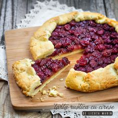 A delicious tart with pastry and filled with cherry flavored! (in Romanian) Smart Snacks, Juice Smoothie, Smoothies, Cherry Tart, Pie Dessert, Just Desserts, Sweet Recipes, Delish, Sweet Treats