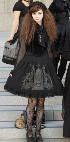 I really like this outfit. Fantastic dress !!! I would, i would, i would !!! (Chloe Sissi)