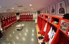 10 vestuarios increíbles de grandes equipos de fútbol | Marca Buzz Munich, Liverpool, Basketball Court, Building, Sports, Fun, Decor, Football Team, Gym