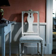 Chair Melchior Lundberg, Gustavian chair a model that was common in the 1780-1790 's. The original chair is a work of chair-maker Melchior Lundberg Sr. He was considered the foremost of all chairmaker .  Gustaviansk stol av matsalstyp av en modell som var vanlig under 1780-1790-talet. Originalet till stolen är ett arbete av stolmakaren Melchior Lundberg d. ä. som blev mästare i Stockholm 1775 och anses vara den främste av alla stolmakare.