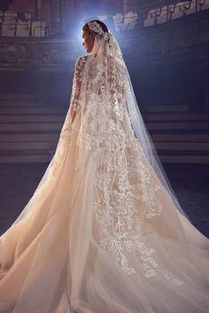 """Elie Saab Bridal Fall 2018 Fantasie d'oriente Per una sposa da Le Mille e una notte"""