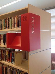 Porjeto de sinalização a ambientação desenvolvido pelo escritório australiano Wizardry Imaging and Signs para a Biblioteca e Centro Comunitário Burwood (Austrália). A sinalização tira partido de co…