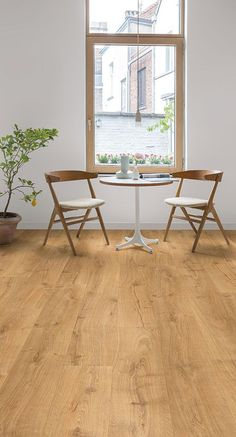 Quick-Step Laminate Flooring - Largo 'Cambridge oak natural' (LPU1662) in a trendy dining room. To find more dining room inspiration, visit out website: https://www.quick-step.co.uk/en-gb/room-types/choose-the-perfect-dining-room-flooring #salleamange #eetkamer