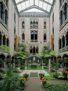 Isabella Stewart Gardner Museum, Boston, Massachusetts You'll find one of the world's most impressive private art collections at Isabella Stewart Gardner's grand Venetian-style palazzo. Oh The Places You'll Go, Places To Travel, Travel Destinations, Combs La Ville, Boston Vacation, Boston Shopping, Gardner Museum, Boston Things To Do, To Infinity And Beyond