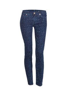 Wer diese Saison noch keine Print-Jeans besitzt, der sollte sich schnell ein Modell sichern!