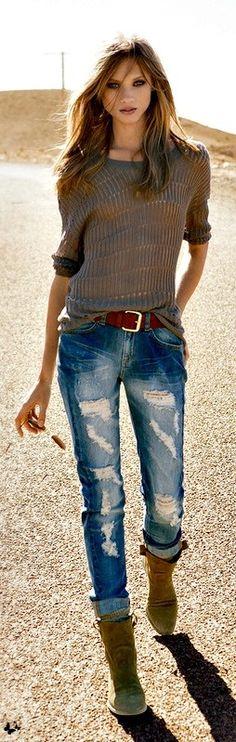 Fall / winter - street style - gray sweater + brown belt & boots