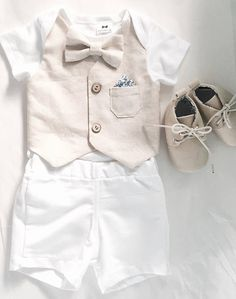 Baby boy linen and cotton summer Baptism outfit with beige linen vest and bow tie and white linen shorts - Baptism ideas - Bebe Baby Outfits, Boys Summer Outfits, Summer Boy, Outfit Summer, Baptism Outfits For Boys, Baptism Clothes, Summer Vest, Newborn Outfits, Baby Boy Christening Outfit