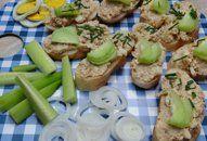 Pomazánka z pečeného kuřete +videorecept | Recepty a videorecepty Hunger Strike, Green Beans, Potato Salad, Potatoes, Vegetables, Ethnic Recipes, Food, Potato, Essen