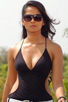 Anushka Shetty in black swimsuit Salma Hayek, Telenovela Teresa, Without Dress, Kurti Designs Party Wear, Sexy Jeans, Bikini Pictures, Black Swimsuit, Indian Girls, Hot Bikini