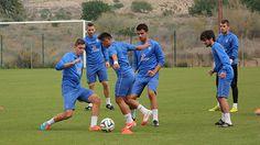 Mauro, @tabala_7 y Pedro Inglés, entrenando con la primera plantilla del Hércules CF.