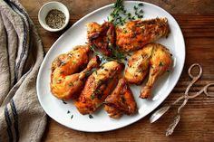 Com esta dica, as vossas receitas de frango nunca mais serão as mesmas! O truque de esfregar maionese na pele do frango é o mais fantástico de todos!