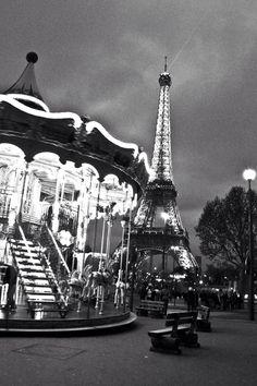 Tour Eiffel , carrousel