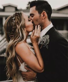 Home » Wedding Photography » 20+ Heart-melting Wedding Kiss Photo Ideas » Bride groom wedding day photo pose kiss