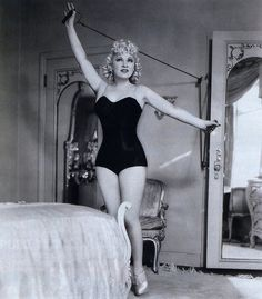 Mae West 1939. An amazing beauty !   Look ,, no thigh gap !