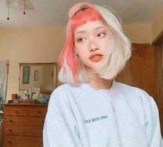 We can't get over this rad color split done by Get a similar look with Electric Paradise +Porange for a portion of your hair and… Dye My Hair, Your Hair, Half Dyed Hair, Split Dyed Hair, Medium Hair Styles, Short Hair Styles, Model Tips, Aesthetic Hair, Aesthetic Drawing