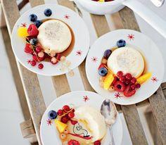 Mascarponepannacotta med lakritsmarinerade bär | Mascarpone panna cotta with berries in licorice marinade