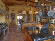 Love love love this!! My dream Italian kitchen!!