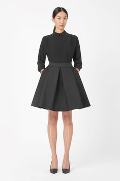 Made from crisp technical fabric with a textured finish and structured quality, this skirt has wide folded pleats for a flared shape. Designed to sit on the waist, it has a hidden back zip fastening, elasticated waistband and clean raw-cut edges.