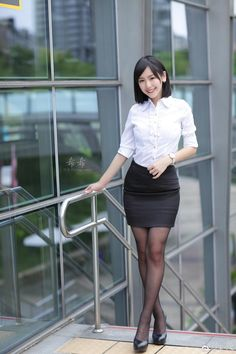 Nylons, Pantyhose Outfits, Tights Outfit, Beautiful Japanese Girl, Beautiful Asian Women, Beautiful Legs, Satin Skirt, Office Ladies, Asian Fashion