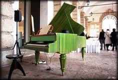 Pianoforte viennese del 1800 totalmente restaurato. Restyling con colate di resina. Inserimento di piano elettrico e relativa cassa acustica.