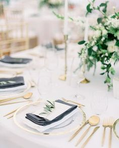 This is a classical summer table setup which is connecting golden cutlery with white porcelain for a wedding at the Chateau Clara Futura. . . Venue: @chateau_clara_futura  Planning: @boutiqueweddingsprague Flowers: @freziafleur