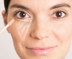 Hack we all know that applying concealer on your undereye area is a must if you want to hide those pesky dark circles. but in the process, Make Up Gesicht, Make Up Anleitung, Maquillaje Halloween, Eye Circles, Dark Circles, Oily Hair, Eye Makeup Tips, Makeup Hacks, Easy Makeup