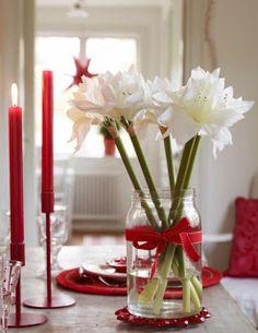 Muito sofisticada esta Decoração de Natal com flores e velas !  Envie sua catinha para o Papai Noel no Portal: cartinhaaopapainoel.com.br
