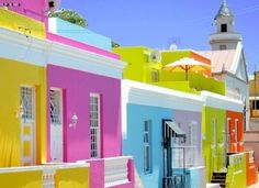 An echo of the sunshine and blue sky: Can this please be my neighborhood?
